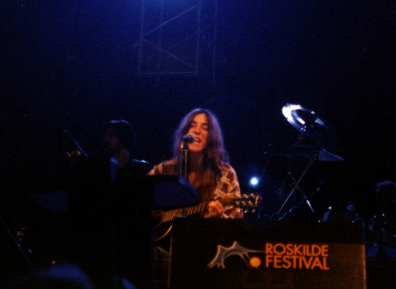 File:Patti Smith at Roskilde (1996) (3494680829).jpg