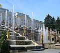 Peterhof - Il grande palazzo con la grande fontana - panoramio.jpg