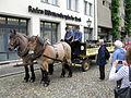 Pferdefuhrwerk der Brauerei Ganter auf dem Freiburger Münsterplatz 4.jpg