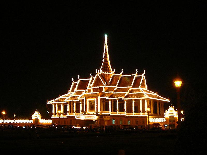 File:Phnom Penh Royal Palace by Night.JPG