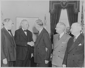 Arthur Vandenberg - Vandenberg (left) in the Oval Office (1947)