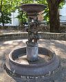 Piazza vasari, fontana 02.JPG