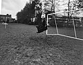 Piet Schrijvers tijdens het stoppen van de bal, Bestanddeelnr 918-3970.jpg
