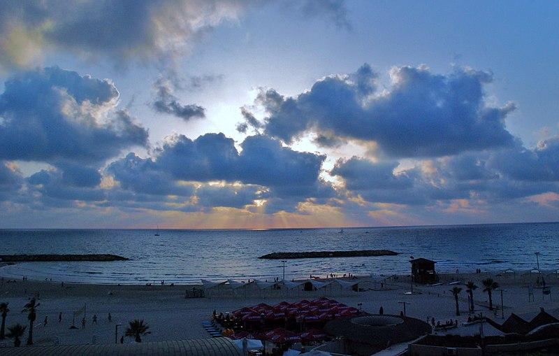 שקיעה בחוף הרצליה