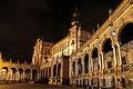 Plaza de España, Sevilla, iluminada en la noche.jpg