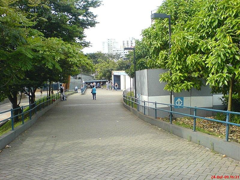 File:Praça perto da Estação Vergueiro - Sao Paulo SP - panoramio.jpg