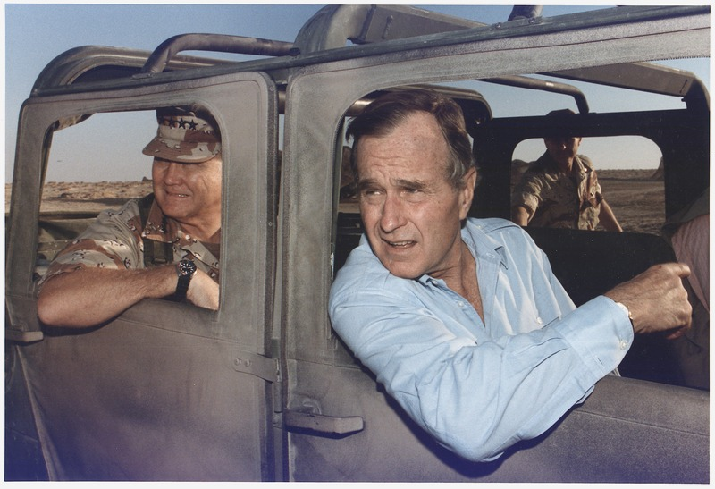 File:President Bush rides in a HUMVEE with General H. Norman Schwarzkopf during his visit with troops in Saudi Arabia on... - NARA - 186424.tif