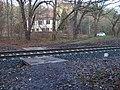 Prokopské údolí, přechod přes trať u nádraží Praha-Hlubočepy.jpg