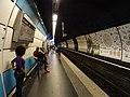 Quai RER B direction Châtelet vu côté arrivée du train.jpg