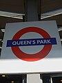 Queen's Park stn roundel.JPG