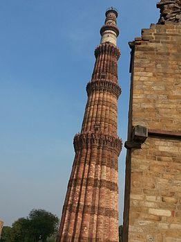 Qutb Minar at 120 meters.jpg