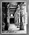Quwwat-ul-Islam mosque pillars 1949.jpg