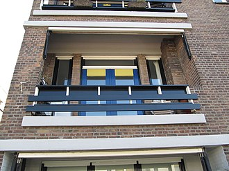 Papaverhof - Balcony on one of the houses at the opposite of the Papaverhof, also built by Jan Wils