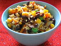 fotografía plato de arroz y frijoles