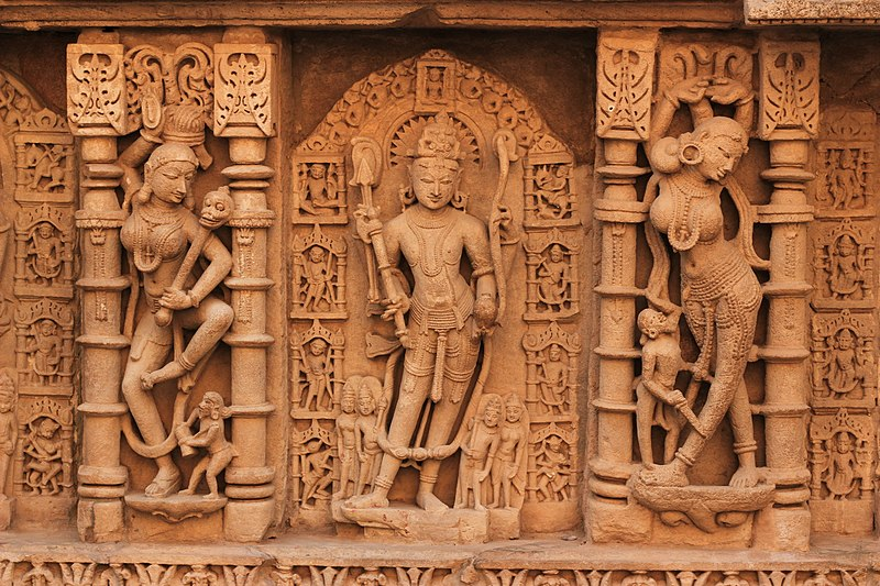 File:Rani ki vav - Patan - Gujarat - Wall Decorations.jpg
