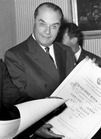 Ranuccio Bianchi Bandinelli - Ranuccio Bianchi Bandinelli receiving a foreign member diploma from the Soviet Academy of Sciences at the Soviet Embassy in Rome, October 1959