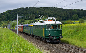 Re 4/4 I of the 2nd series near Otelfingen