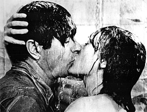 Darling Lili - Rock Hudson and Andrews kissing in Darling Lili (1970)