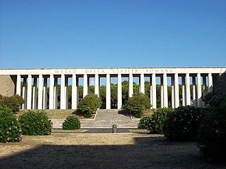 Museum of Roman Civilization - Image: Roma 2011 08 22 Museo Civiltà Romana colonnato fronte