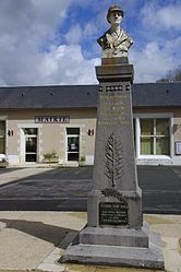 The town hall and war memorial in Romagne