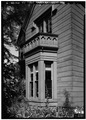 SOUTH FRONT, DETAIL OF BAY WINDOW - Norton-Johnson-Burleigh House, 85 Brattle Street, Cambridge, Middlesex County, MA HABS MASS,9-CAMB,59-4.tif