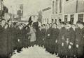 Saída da urna funerária de Teófilo Braga da sua residência para o Congresso da Republica, conduzida pelos alunos do falecido - Ilustração Portugueza (09Fev1924).png