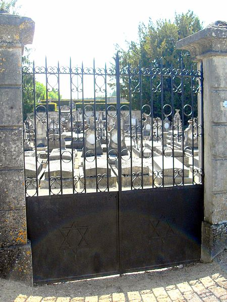 France, Saint-Mihiel, Meuse (55) - La porte du Cimetière Israélite.