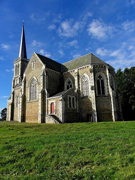 L'église Notre-Dame-de-l'Assomption, lieudit Mégaudais, commune de Saint-Pierre-des-Landes (53). Chevet et flanc est.