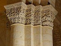 Saintes (17) Basilique Saint-Eutrope Intérieur Chapiteau 03.JPG