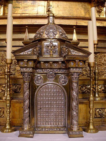 File:Salamanca - Convento de San Esteban, interior de la iglesia 32.jpg