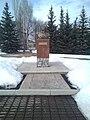 Salavat Yulayev monument near muzeum in Maloyaz.jpg