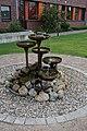 Schleswig-Holstein, Glückstadt, Brunnen vor dem Detlefsengymnasium NIK 7886.jpg