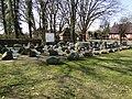 Schwarz Findlingsgarten an der Kirche 2010-04-07 086.jpg