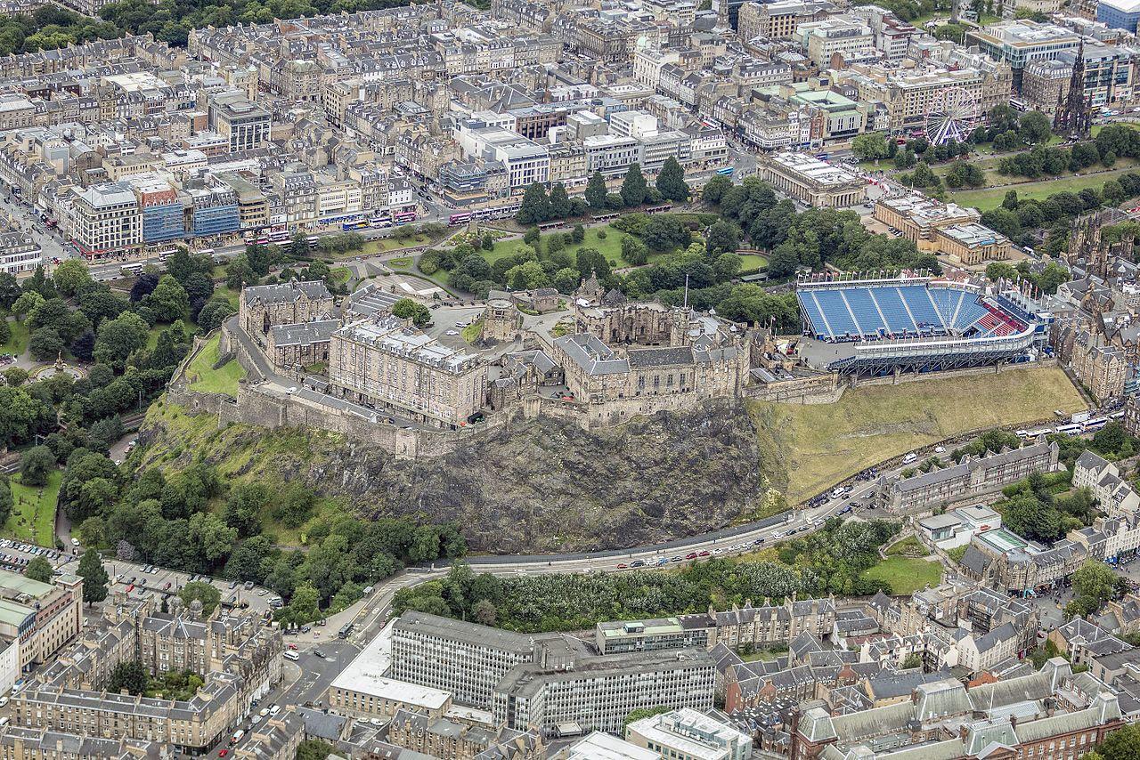 Шотландия-2016-Aerial-Edinburgh Castle.jpg