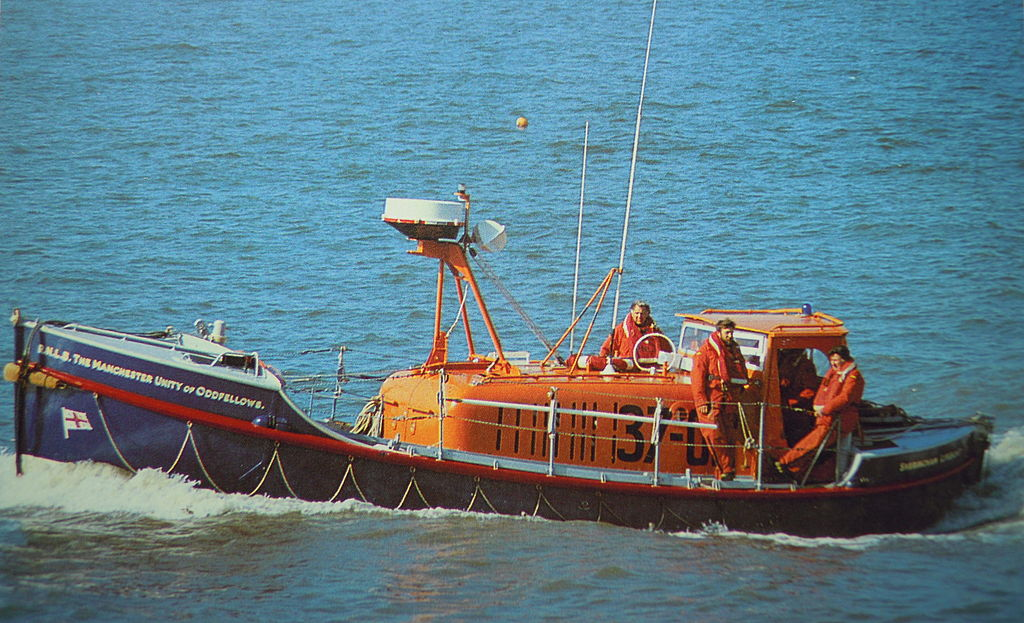 [Imagen: 1024px-Sheringham_Lifeboat_ON960_Manches...ellows.JPG]