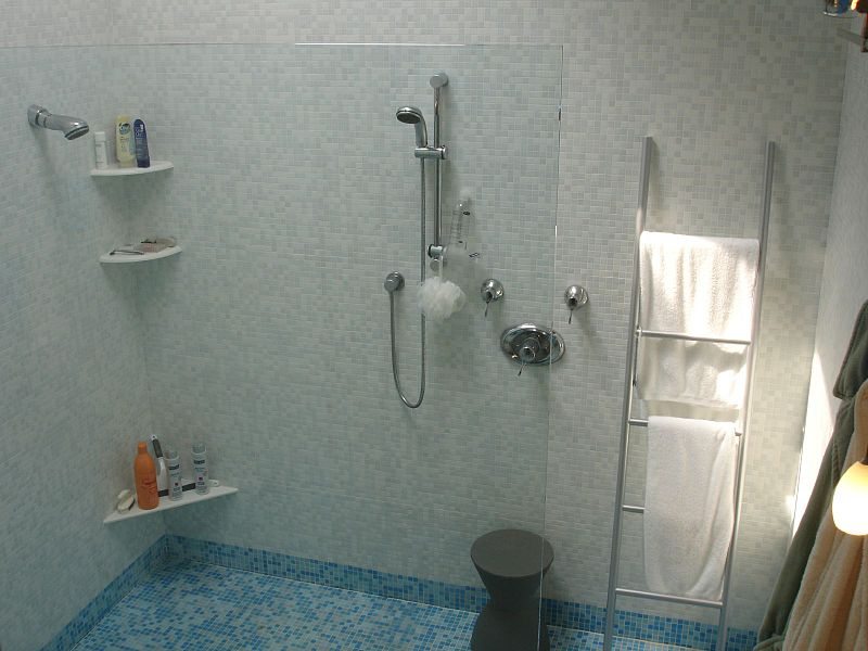 File:Shower - view from above.jpg