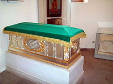 Shrine (Raka) of Eudoxia of Moscow.jpg