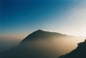 English: Snowdon around sunrise.