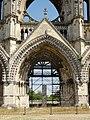 Soissons (02), abbaye Saint-Jean-des-Vignes, abbatiale, façade occidentale, portail de la nef.jpg