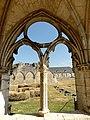 Soissons (02), abbaye Saint-Jean-des-Vignes, cloître gothique, galerie sud, arcade avec remplage.jpg
