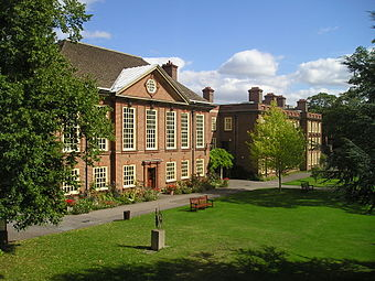Roberts studied chemistry at Somerville College (pictured) in 1943-47 Somerville College.jpg