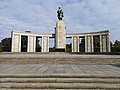 Soviet Cenotaph in Berlin-Tiergarten 02.jpg