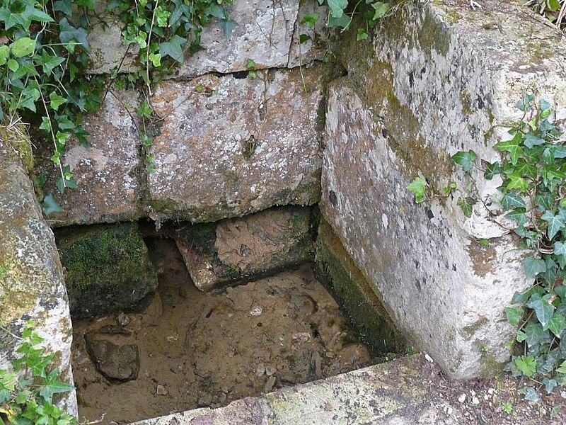 Fontaine au lavoir d'Antournac, Soyaux, Charente, France