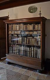 La biblioteca di Spinoza è stata quasi completamente ricostruita con le stesse edizioni che il filosofo possedeva, ed è conservata nella casa museo di Spinoza a Rijnsburg.