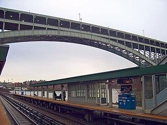 Spuyten Duyvil (Metro-North station) - The Henry Hudson Bridge above the Spuyten Duyvil platform.