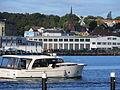 St. Petri Kirche und Flensburgs Bergmühle vom Hafen aus, mit Motorboot.JPG