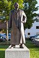 Statue vor dem Geburtshaus von Franz von Stuck.jpg