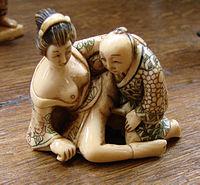 Statuette érotique en ivoire.jpg