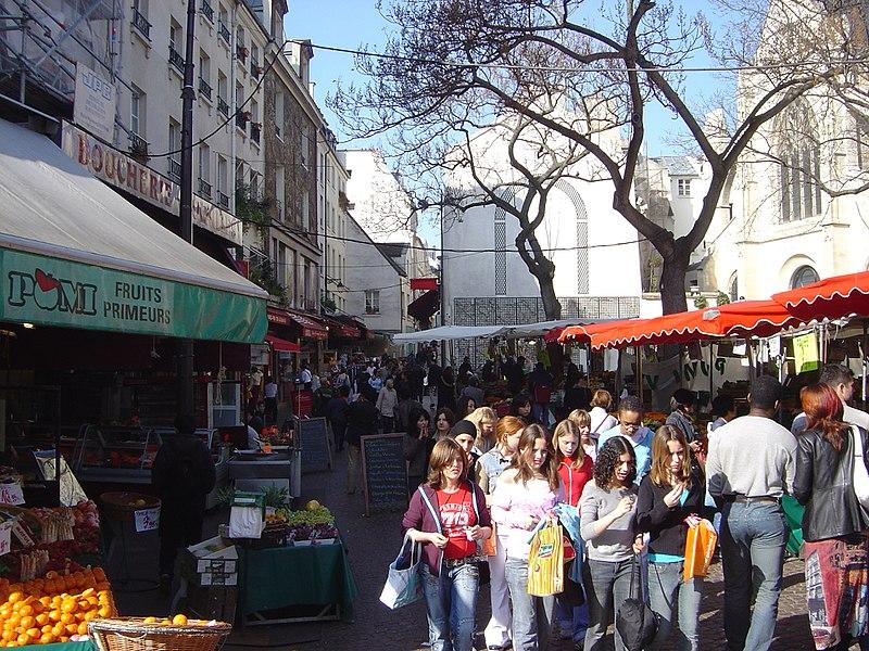 street market, rue Mouffetard. Discovering authentic Paris