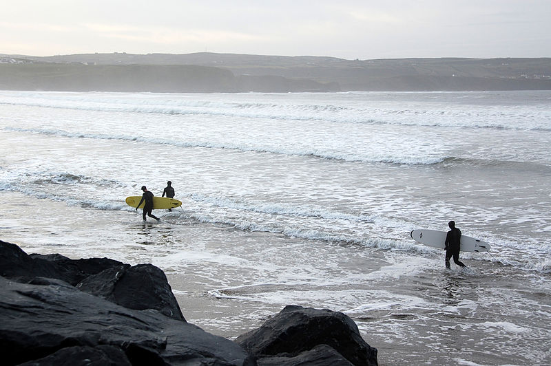 File:Surfers After Surfing at Lahinch, December 2012..JPG